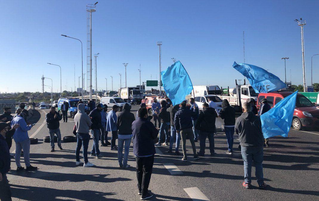 Corte y protesta de colectiveros en Puente La Noria