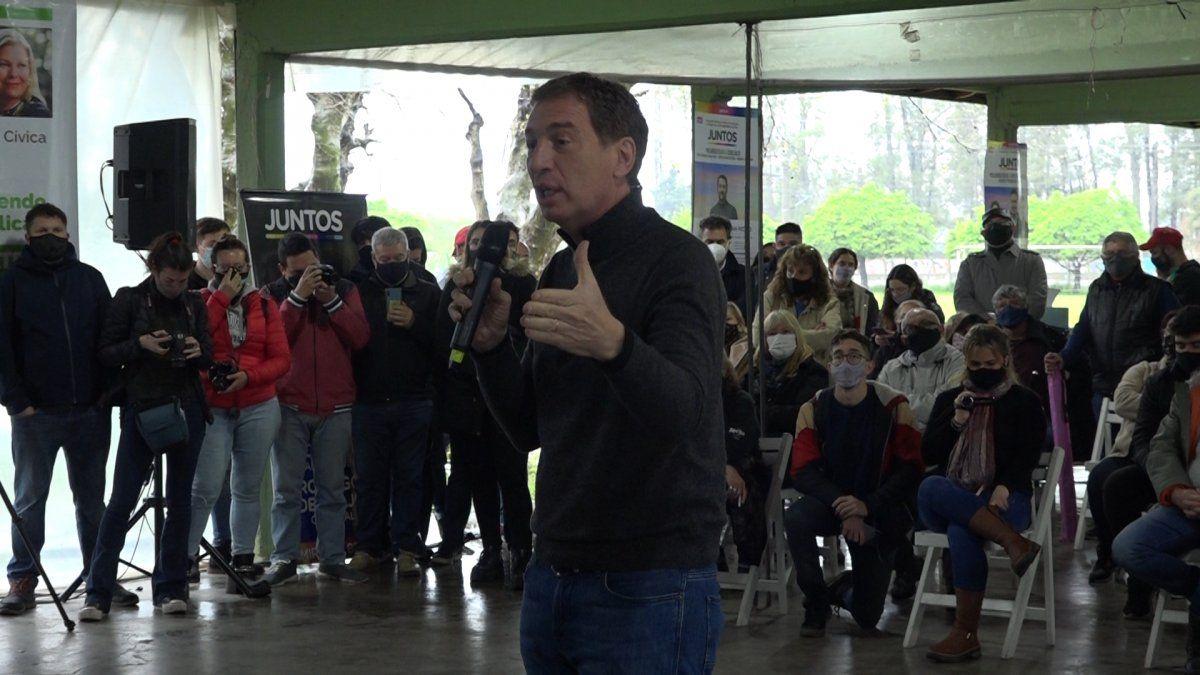 Santilli en Burzaco y Adrogué: le contestó a Máximo Kirchner