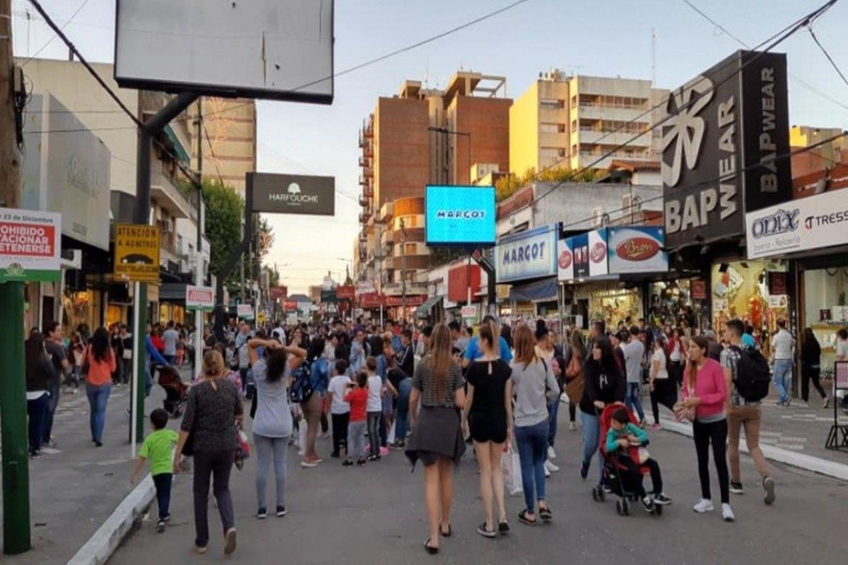 calles peatonales en monte grande por el dia de la familia