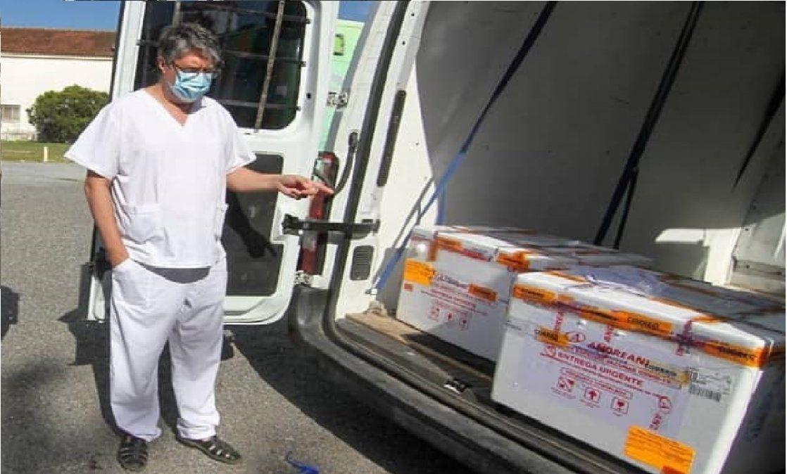 Echan al subsecretario de Salud de San Vicente por aplicarle la vacuna a su hijo de 24 años