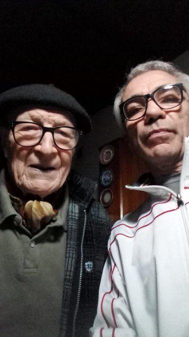Víctor junto a su hijo Marcelo.