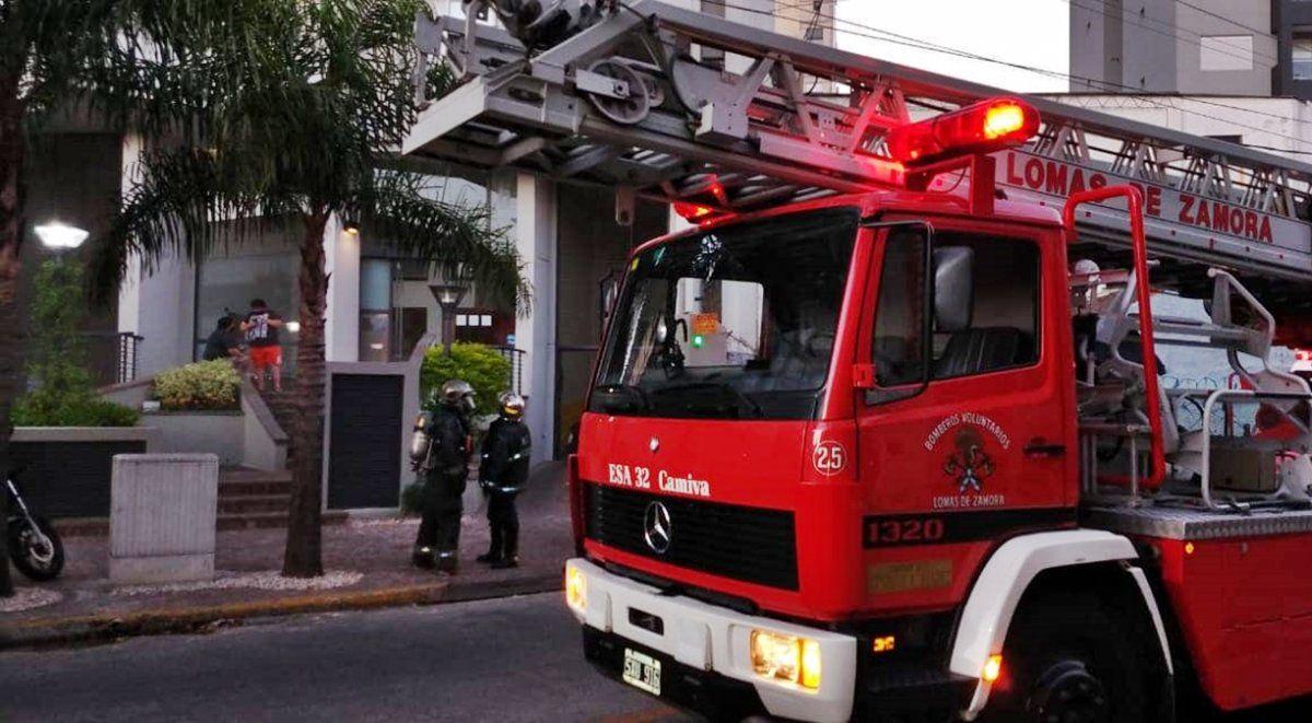Incendio en las alturas: susto en un edificio de Lomas de Zamora