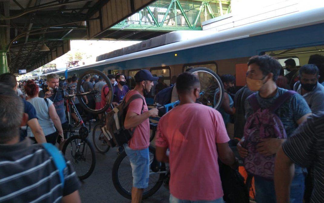 La interrupción del Tren Roca en hora pico encendió la alarma por las aglomeraciones