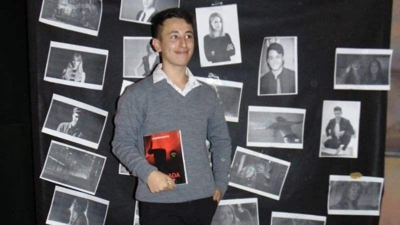 Agustín Buzatto, el browniano de 16 años que escribió su primer libro