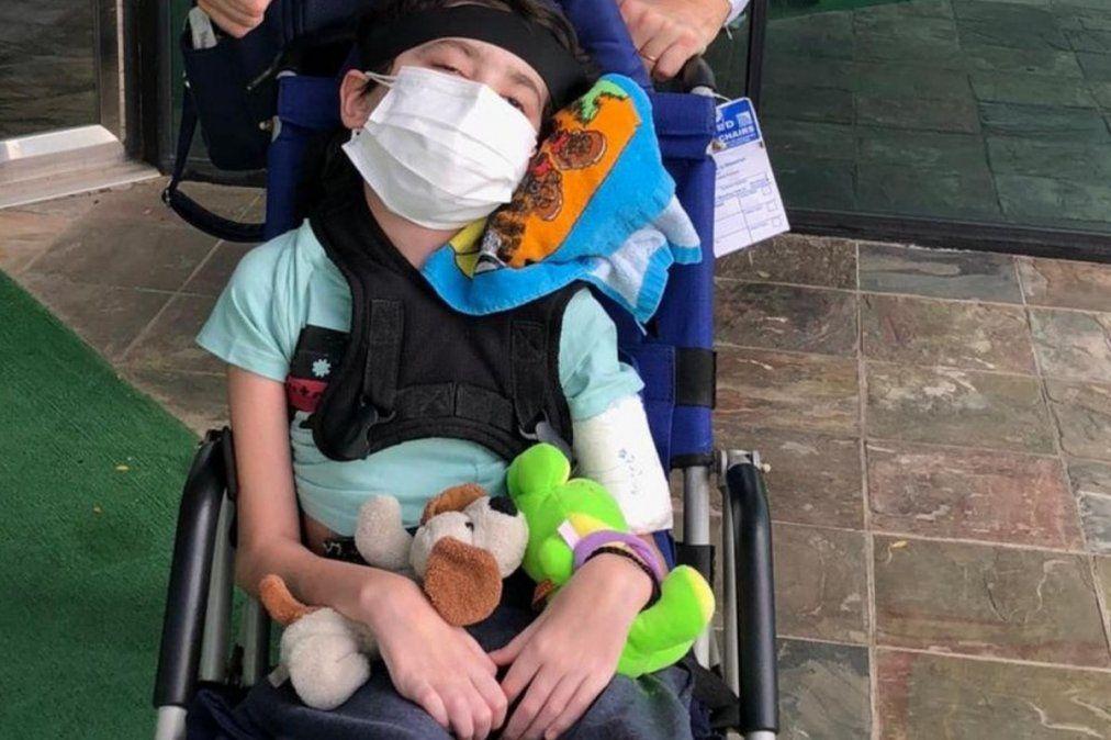 El niño de Ezeiza con un tumor cerebral empezó su tratamiento en Texas gracias a la solidaridad de la gente