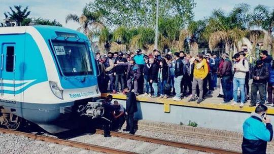 Un vendedor ambulante fue arrollado por el tren Roca