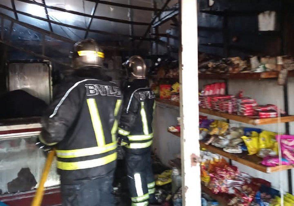 Incendio en Lomas destruyó un comercio