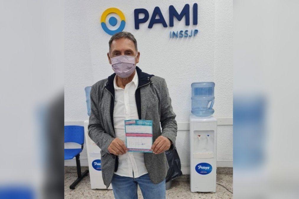 Miguel Ángel Russo se vacunó contra el COVID en Lanús