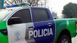 tres gendarmes asaltaron un almacen en glew y apuntaron con un arma a una nina