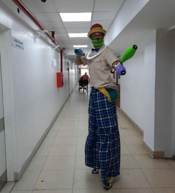 Además de trabajar en plazas, el Payaso Chango también aparece en clínicas y hospitales.