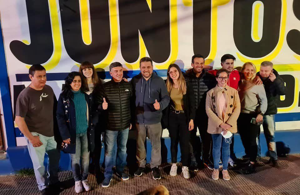 La foto de unidad de Juntos incluyó a Marcelo Raimondo, Leandro Ameri y al ex intendente de San Vicente Mauricio Gomez.