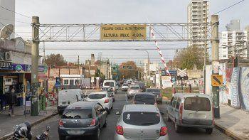 Cierran una barrera de Lomas y una calle se convierte en doble mano