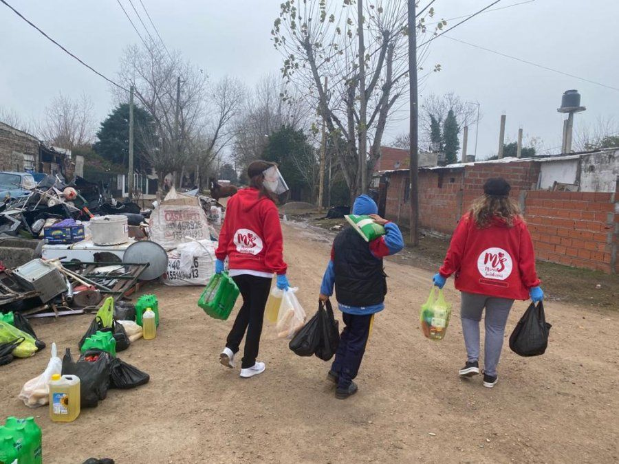 Las Mamis Solidarias de Canning hicieron sonreir a más de 800 chicos de distintos lugares por el Día del Niño.