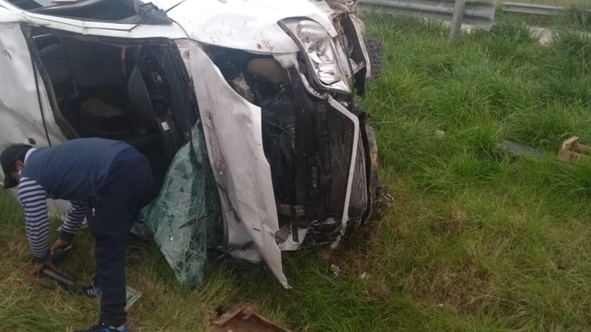 Impactante accidente en la Ruta 6 en San Vicente. El conductor fue hospitalizado.