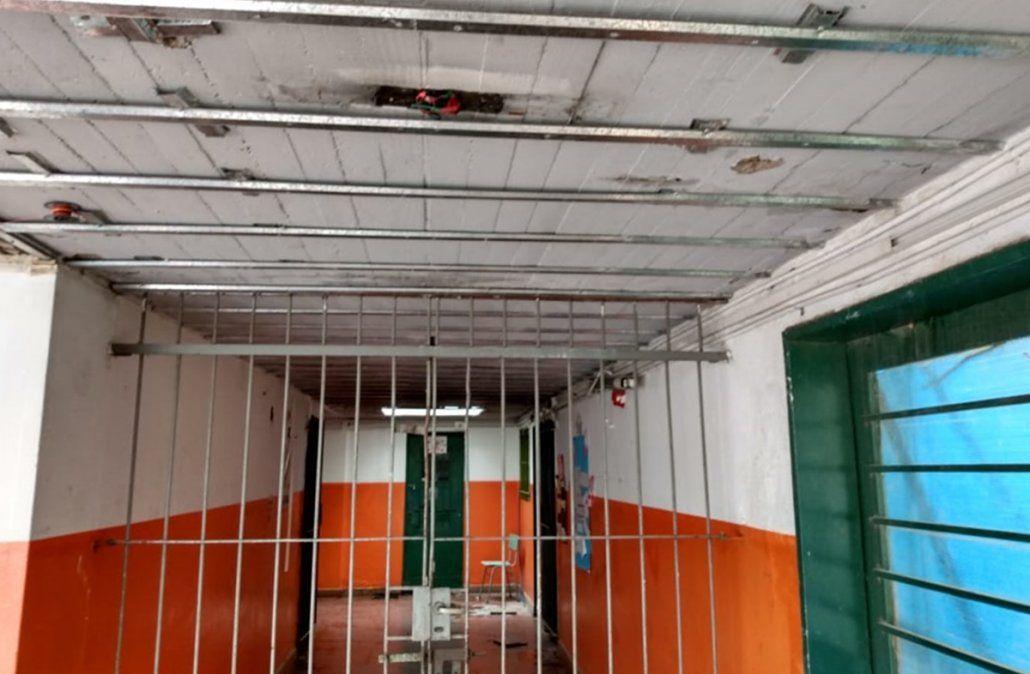 Techos rotos, goteras y peligro: así están las escuelas de Lomas en el comienzo de clases