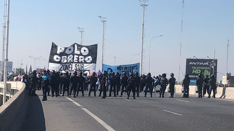 corte en puente la noria: piqueteros bloquean el acceso a capital