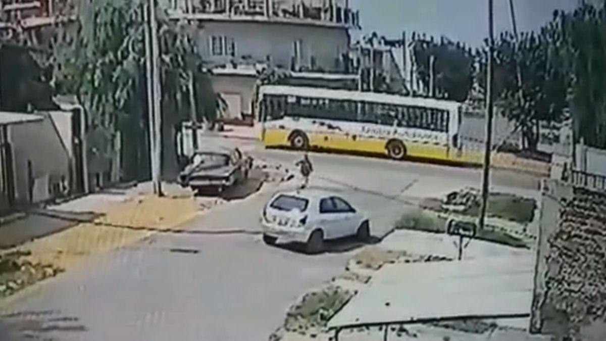 Lomas de Zamora: le robaron el auto a una mujer a plena luz del día y a la vista de todos