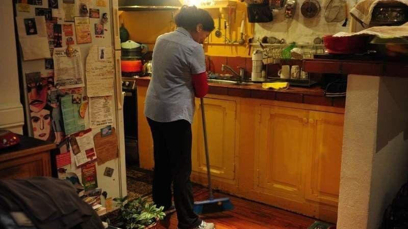 En enero subirán los aportes a trabajadores domésticos: Cómo queda la escala