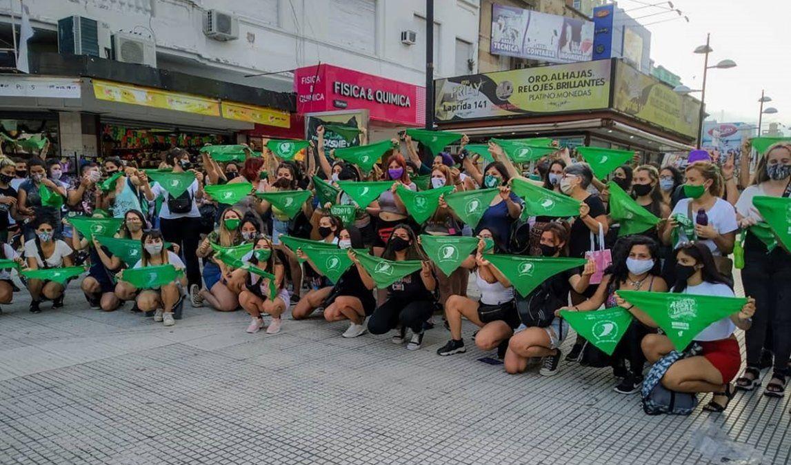 Pañuelazo en Lomas de Zamora: la peatonal se tiñó de verde en apoyo al aborto legal