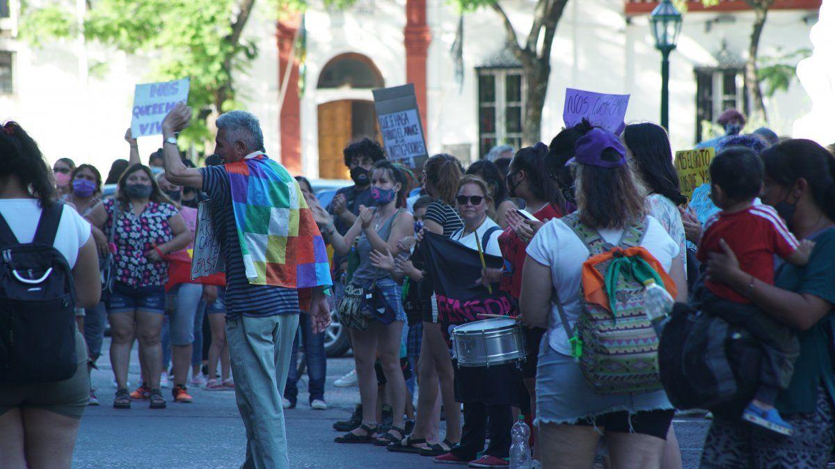 Marcha en Monte Grande por las mujeres asesinadas en Ezeiza