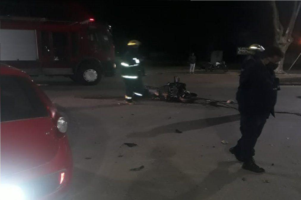 San Vicente: grave choque entre una moto y un auto