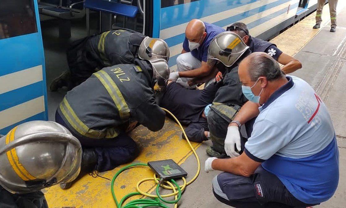 Dramático rescate en Temperley: un hombre quedó atrapado entre el tren y el andén