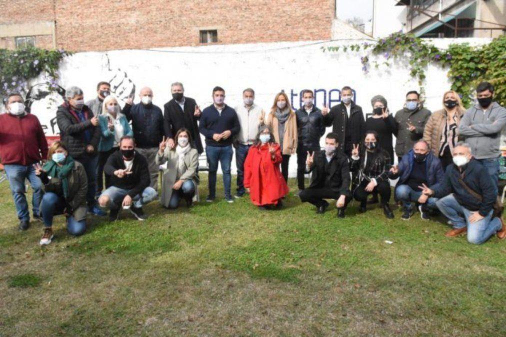 Foto de la unidad en Lanús del Frente de Todos de cara a las PASO.