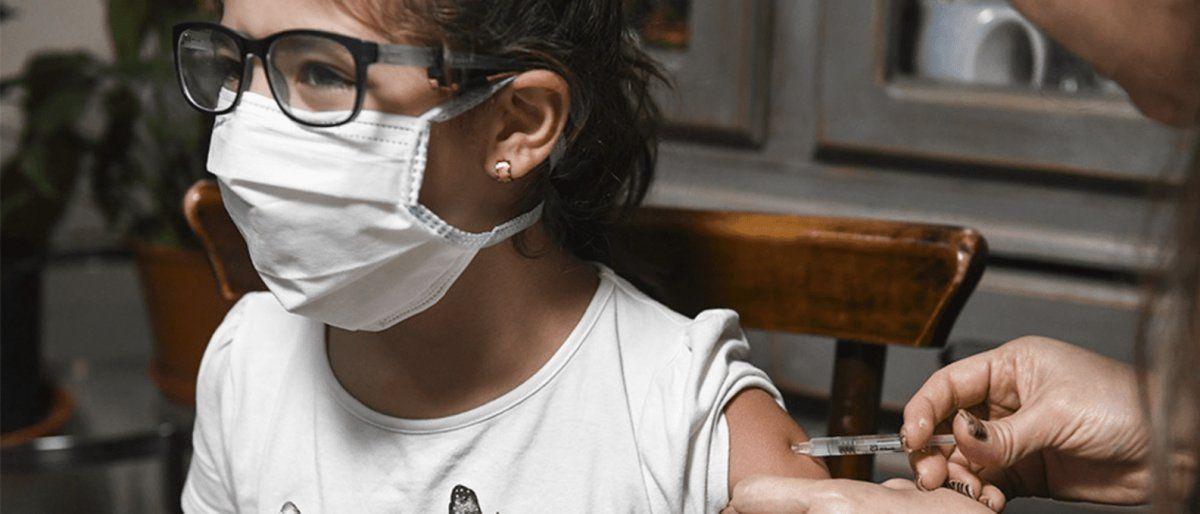 La provincia comenzaría a vacunar a menores de edad: cuándo y cómo será el plan de inmunización