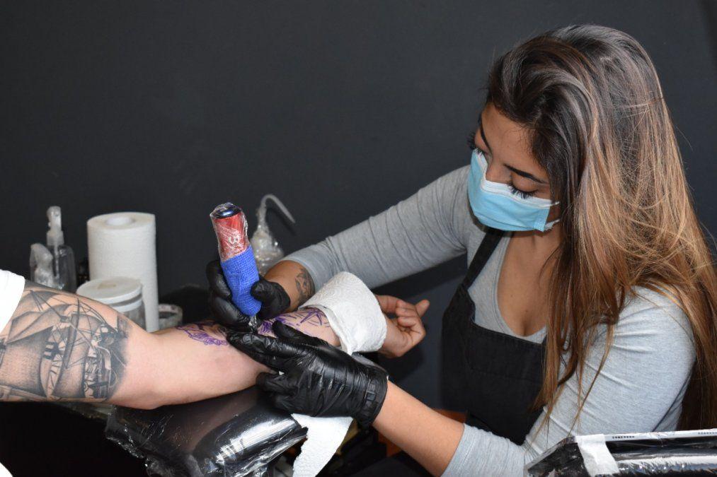 Canning: Cindy Albornoz desde el estudio Canning Ink Tattoo.