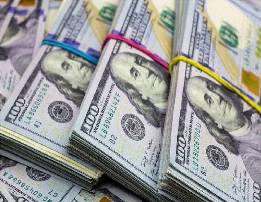 A cuánto se vende el dólar hoy: nuevo impuesto al solidario y blue en alza