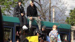 los musicos tiago pzk y trueno filmaron un videoclip en monte grande con fans de la ciudad