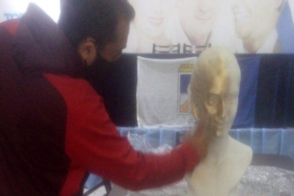 Destruyeron un busto de Eva Perón en Lanús