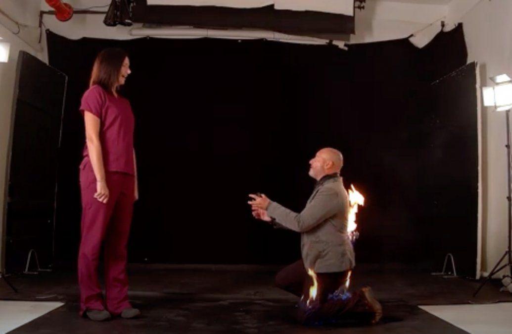 Se prendió fuego para pedirle casamiento a su novia