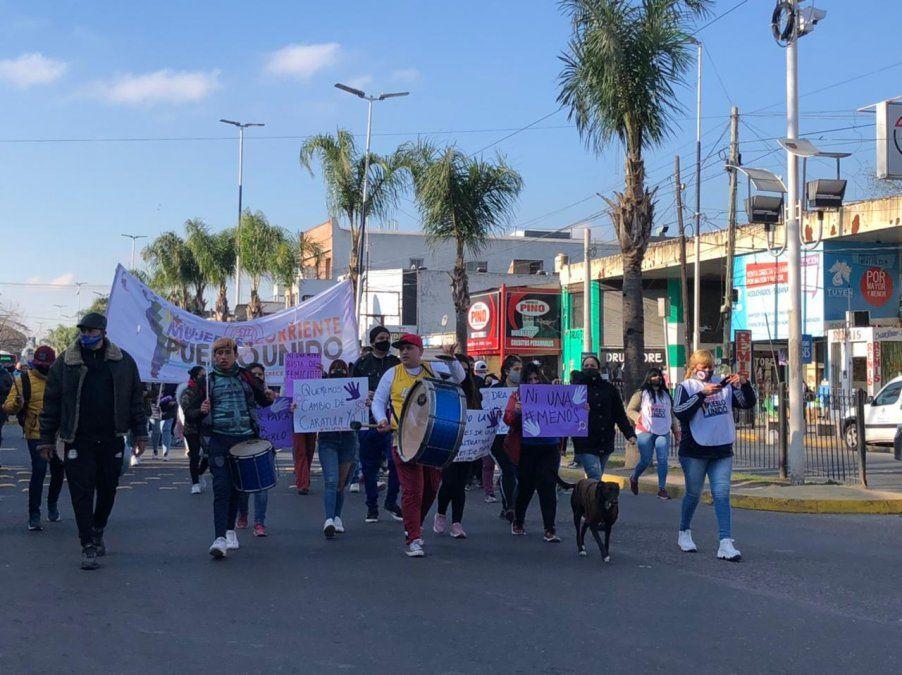 Marcha en Ezeiza por las dos mujeres asesinadas: Queremos que la Justicia haga su trabajo