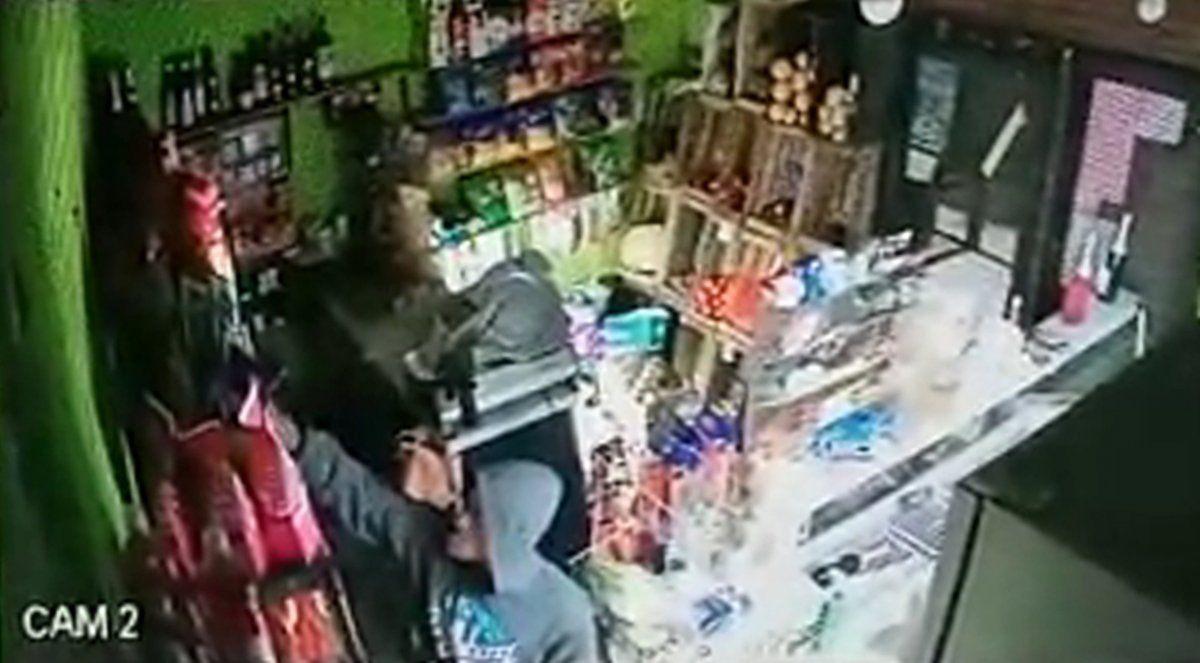 Robó un almacén de Longchamps por la madrugada, quedó filmado y lo detuvieron