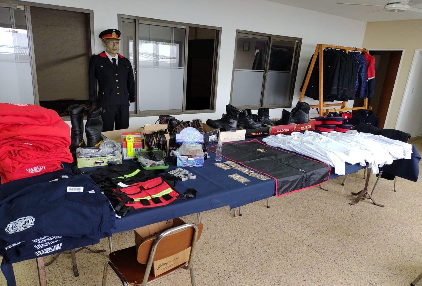 Alguna de las prendas que vende Guido Morral para diferentes servicios.