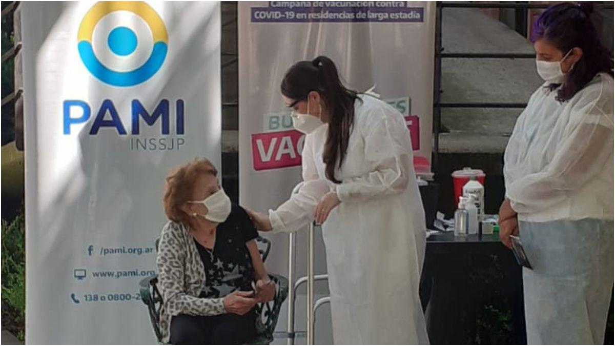 Ezeiza: comenzó la vacunación contra el Covid-19 de la población de riesgo.