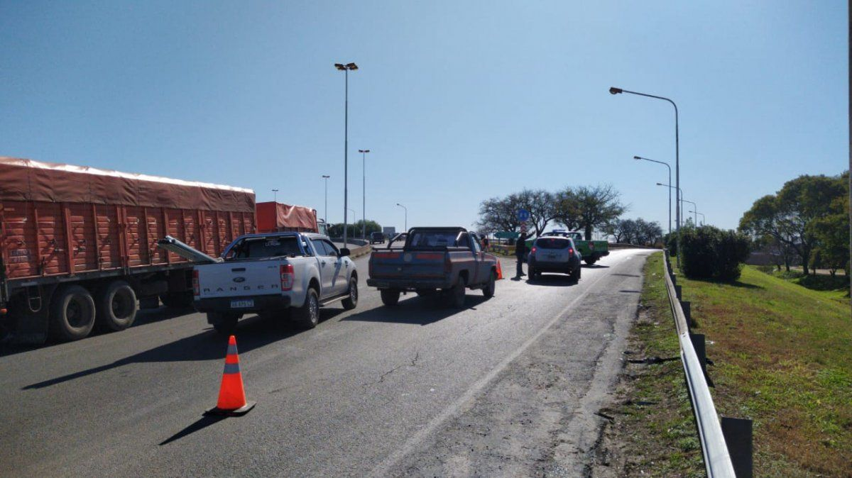 Sorpresivo corte en la bajada de la autopista hacia ruta 205