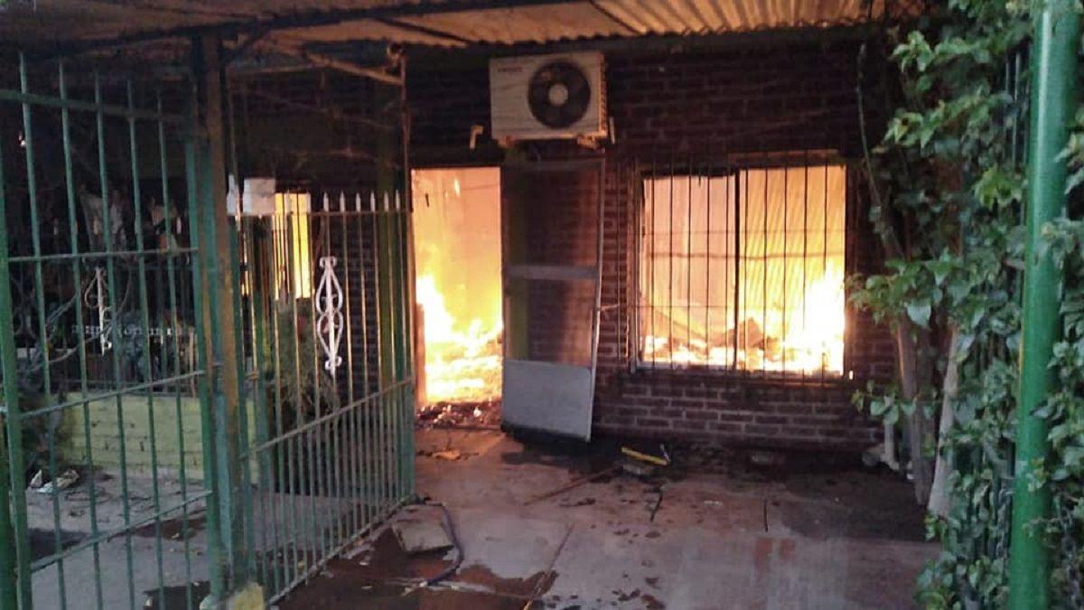 Un incendio destruyó cinco viviendas en San José: investigan si fue intencional