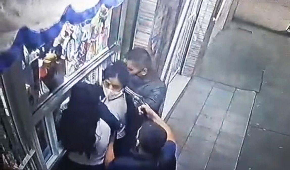 Raid delictivo en Ingeniero Budge: delincuentes armados asaltaron a tres mujeres