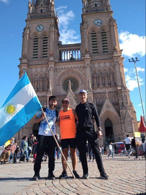 La llegada de Ricardo a Luján, junto a Pablo Matayoshi y Jorge Mourelle.