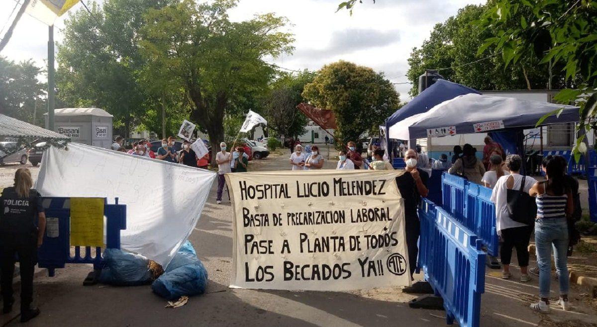 Paro en el Lucio Meléndez: trabajadores de la salud denuncian despidos
