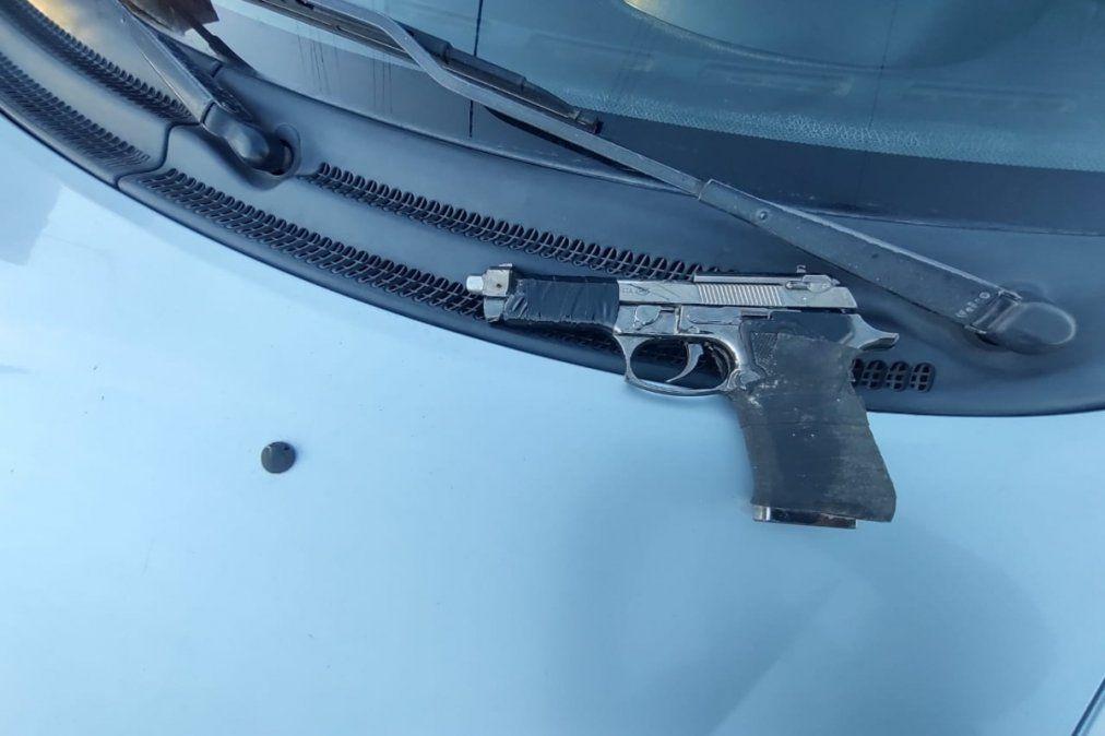 Los motochorros utilizaban un arma falsa para delinquir en Monte Chingolo.