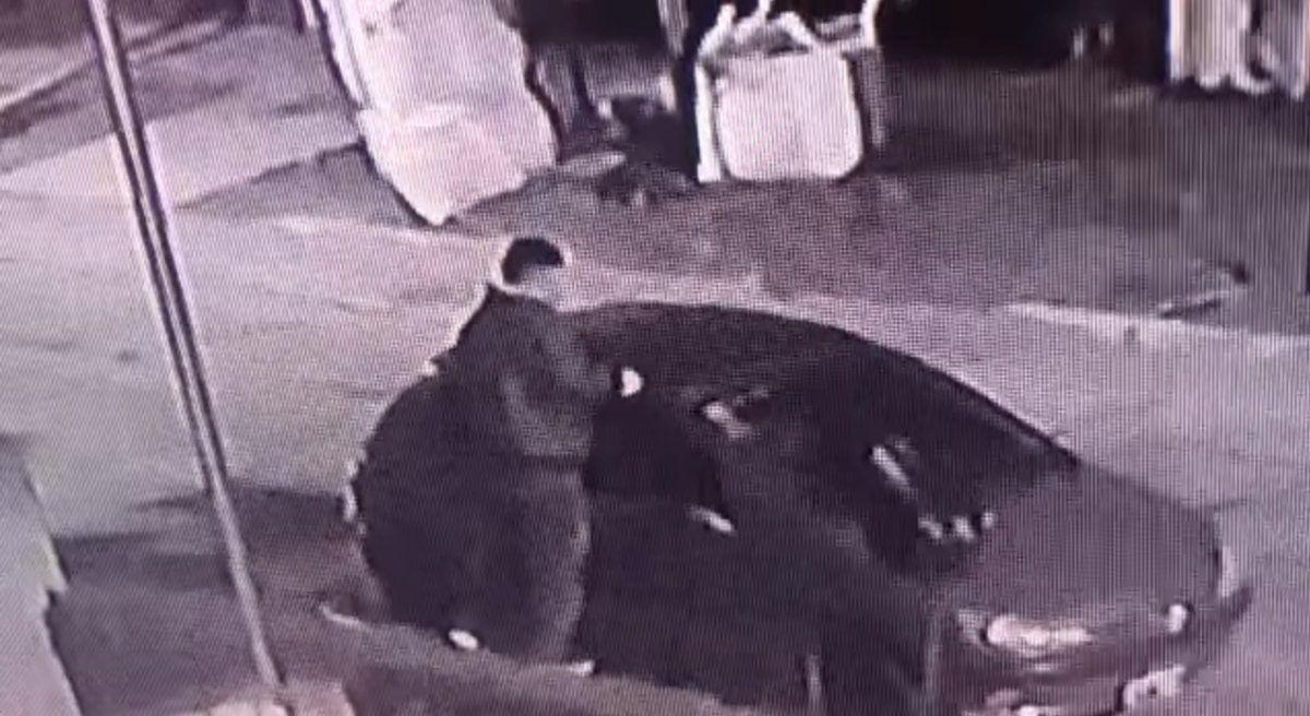 Temperley: robaron el techo de un auto y quedaron filmados