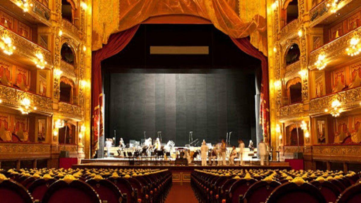 Autorizan aperturas de teatros sin público en CABA