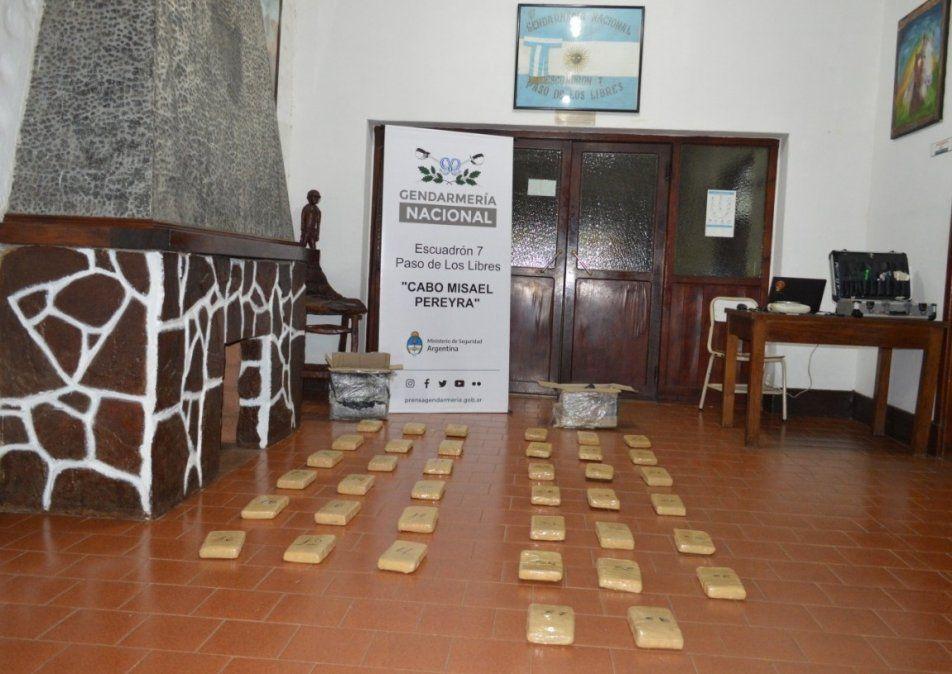Trasladaban droga de Corrientes a Burzaco en un camión de encomienda: hay una detenida