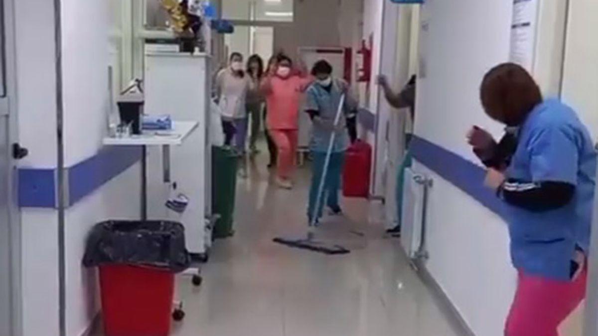 Viral: un hospital de provincia se quedó sin pacientes covid por primera vez y lo festejó con un baile
