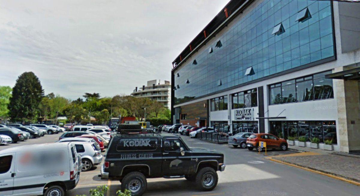 Escándalo entre un gimnasio y oficinistas de Canning