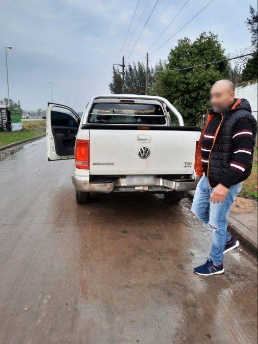 San Vicente: camioneta despistó en la ruta, chocó contra un comercio y quedó filmado