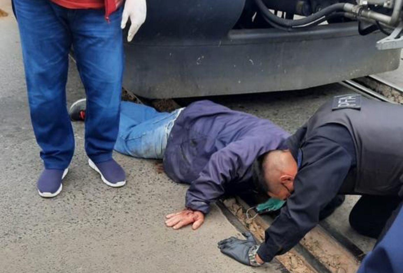 Burzaco: un hombre se quiso suicidar arrojándose a las vías del tren